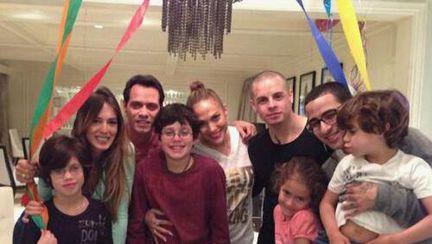 Poze: Jennifer Lopez sărbătoreşte cu fostul şi actualul în acelaşi timp