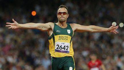 Oscar Pistorius, atletul cu picioarele amputate, şi-a împuşcat MORTAL iubita