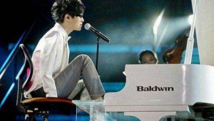 Pianistul fără mâini : Cum poţi să laşi o lume întreagă fără cuvinte