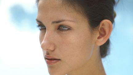 """Dr Dana Miricioiu: """"Te stresează că ai urechile mari, clăpăuge? E foarte simplu să le corectezi!"""""""