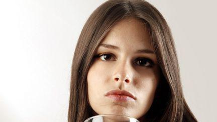 De ce te îngraşă alcoolul?