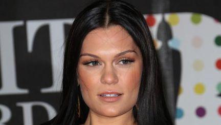 Jessie J se va rade în cap! Care crezi că e motivul?