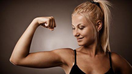Liftingul de braţ: Cum scapi de complexul pielii lăsate