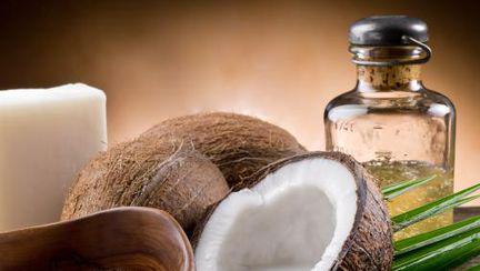 Frumuseţe: Cum acţionează uleiul de cocos asupra pielii tale?