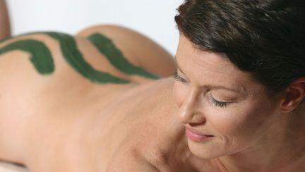 Argila verde activă de băut vindecă acneea şi te face mai suplă