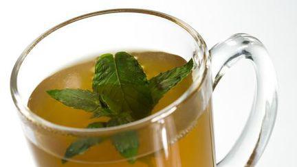 Dr. Mencinicopschi recomandă ceai verde pentru hidratarea organismului