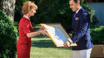 Alexandru Ciucu a fost desemnat furnizor al Casei Regale a României pentru încă trei ani! Designerul, ridicat la rangul de maestru!