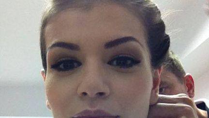Poze: Monica Gabor la o şedinţă foto. Îţi plac coafurile?