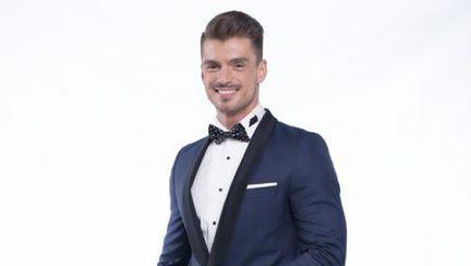 Burlacul Bogdan Vlãdãu, curtat de femei superbe
