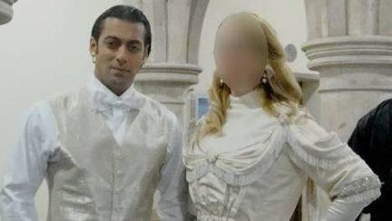 Salman Khan a mai pus ochii pe o blondă de la noi! Vezi cine este românca alături de care a pozat!