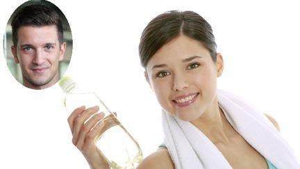 Exerciţii de slăbit simple, cu o sticlă cu apă şi un scaun