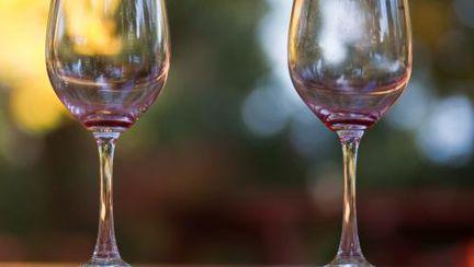De ce e sănătos să bei vin