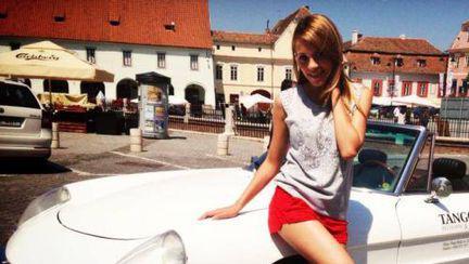 Poze: Andreea Ibacka, pasionată de maşini şi viteză