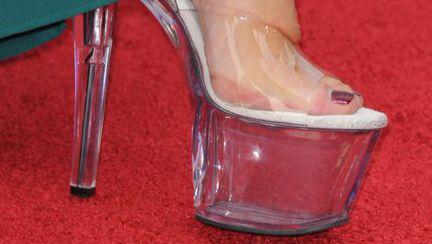"""Ai purta aşa ceva? Vedetă elegantă în """"pantofi de striptease"""""""