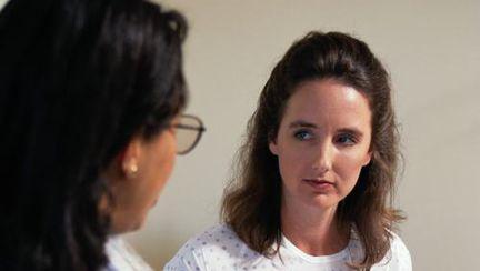 Lupusul este o boală cronică inflamatorie autoimună ce poate fi diagnosticată după multe investigații medicale. Care sunt simptomele și tratamentul pentru lupus