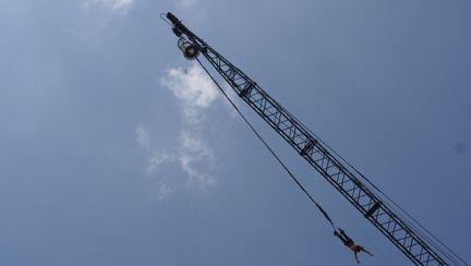 Video: Ai încercat până acum săritura cu coarda elastică?