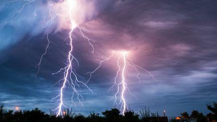 Fulgerele mai fac şi bine! Vezi poveştile supravieţuitorilor!