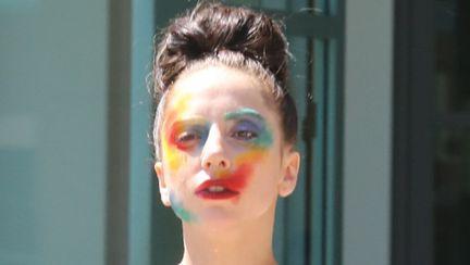 ORIBIL: Lady Gaga, make up de clovn pe stradă. Îţi place noul ei look?