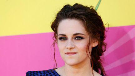 Kristen Stewart l-a dat uitării pe Robert Pattinson! Vezi cine este noua cucerire a actriţei!