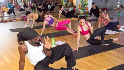 10 motive ca să încerci yoga