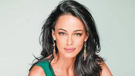 Transformare radicală de look! Uite cum arată Andreea Raicu! Ţie îţi place?