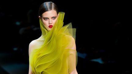 Cele mai ciudate ţinute de la Paris Fashion Week