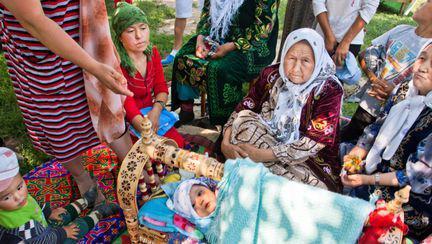 Cordonul ombilical în ramă şi alte tradiţii ciudate legate de naştere
