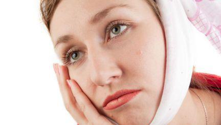 Parodontoza: Care sunt cauzele şi ce putem face să o tratăm