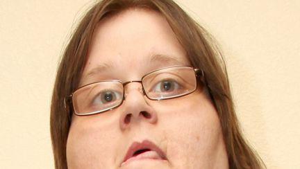 Cum arată cea mai grasă femeie din lume. Vezi câţi ani are iubitul ei
