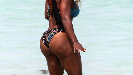 Grăsime şi celulită, look de sportivă renumită! Serena Williams în costum de baie!