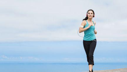 3 moduri eficiente în care să arzi mai multe grăsimi, atunci când alergi