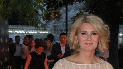 Alessandra Stoicescu, naşă de botez! Gestul surprinzător pe care l-a făcut soţul ei în biserică!