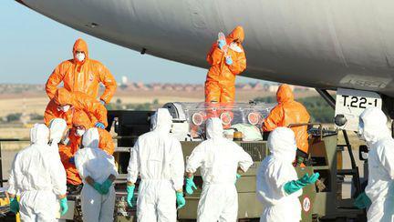 Virusul Ebola. Cum se transmite şi care sunt simptomele