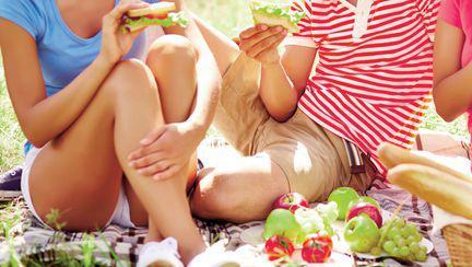 Mâncare sănătoasă, la iarbă verde