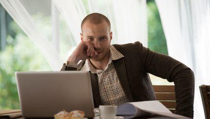 Cum recunoşti un bărbat periculos pe Internet