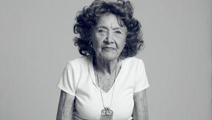Sfaturi de frumuseţe de la instructorul de yoga de 96 de ani