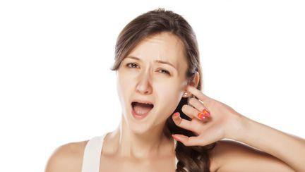 Ce înseamnă dacă te mănâncă în ureche
