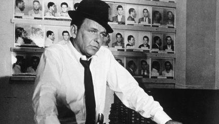 Motivul-pentru-care-cantaretul-Frank-Sinatra-avea-mereu-cu-el-o-monedă