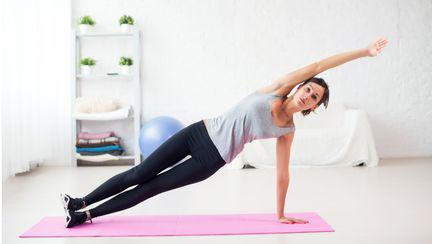 Instructor de sport Yoga poate alunga energiile negative