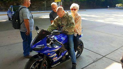 O bunică a văzut niște motocicliști într-o parcare. Ce a urmat i-a lăsat pe toți fără cuvinte