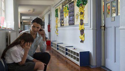 Mesajul unei învățătoare, viral pe Internet. Femeia a fost impresionată de o fetiță căreia îi venise menstruația și care nu știa nimic despre acest subiect.