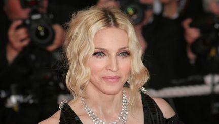 Madonna zâmbind