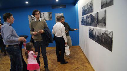 Salutări din Uranus! – prima expoziție interactivă de fotografie și pictură, dedicată binecunoscutului car-tier din centrul Bucureștiului