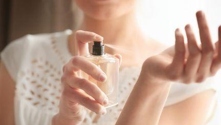 6 trucuri ca parfumul tău să reziste pe tot parcursul zilei