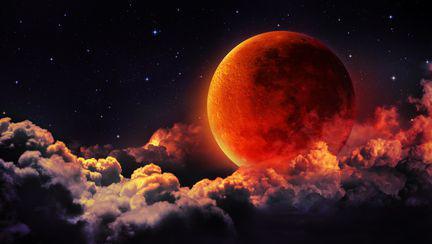 Luna plina sangerie - eclipsa totala de luna