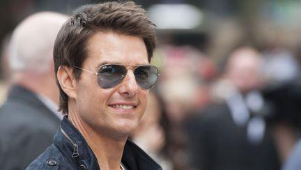Tom Cruise cu ochelarii pe ochi