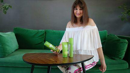 Raluca Hagiu, redactor-sef Unica, testand produsele Plantur39