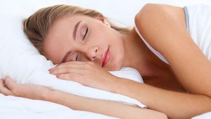 tanara care doarme
