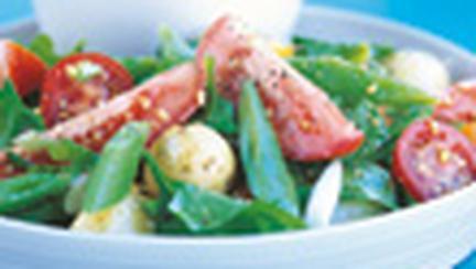 Salata de cartofi, fasole si rosii cu gremolata