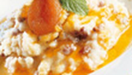 Budinca de orez cu stafide si caise